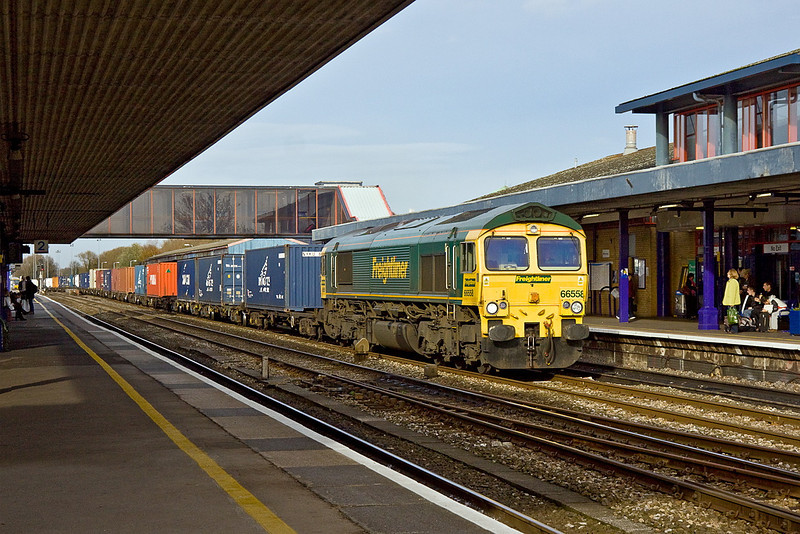 23rd Nov 11:  Charging south through Oxford is 66558 on the point of 4O49 from Basford hall