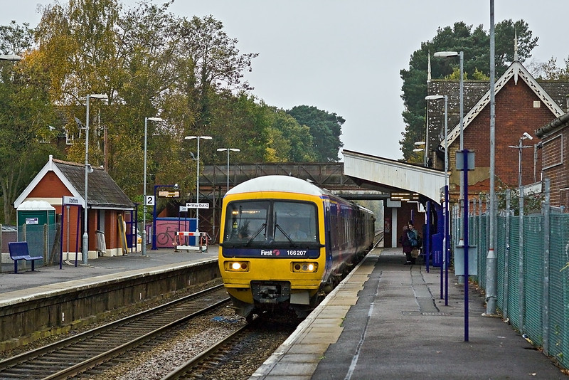 11th Nov 11:  166207 arrives at Crowthorne while working 2O57 the 15.28 from Reading to Gatwick