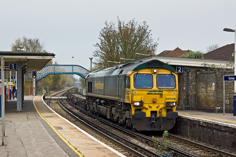 14th Nov 11:  An unusual sight at Chertsey is 66528 with 8 FEAs forming 4Z60 from Eastleigh to Neasden