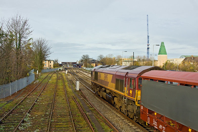 23rd Nov 11:  Approaching Oxford the 10.34 Southampton Eastern Docks to Halewood (6M48) is powered by 66194