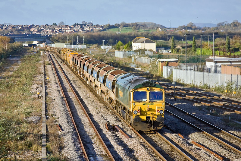 27th Nov 11:  66549 brings up the rear of 6Y33 going to Fairwater Yard in Taunton from Caldicott. 66551 is on the front.