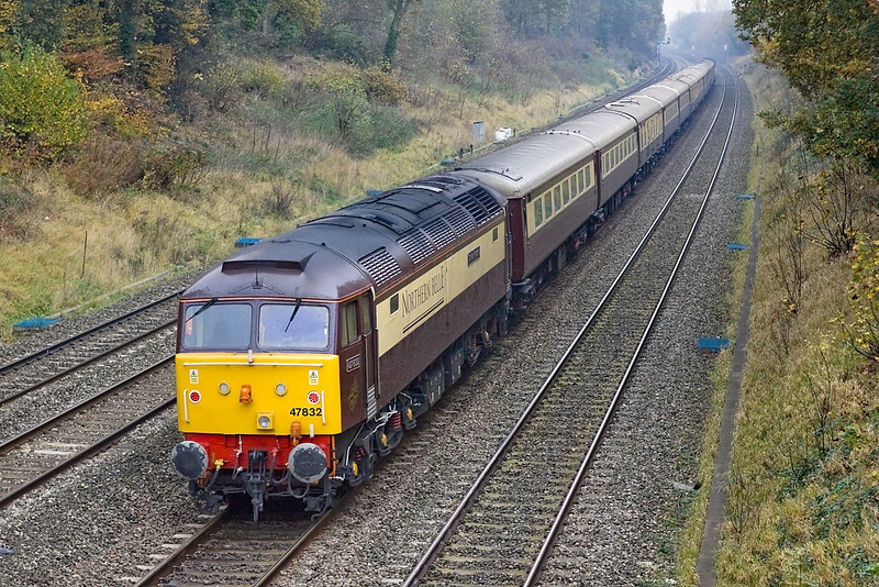 """19th Nov 11:  Tailing 47828 on the """"Northern Belle"""" VSOE from Cardiff Central to Kensington Olympia is 47832.  Captured here in dire light at Duffield Road in the Sonning Cutting"""