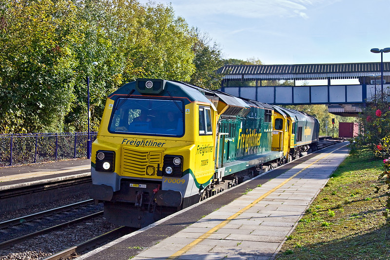 24th Oct 11: Running in the later path  through Tilehurst is 4V50 from Southampton to Wentloog with 70009 doing the honours.  DIT is 66543