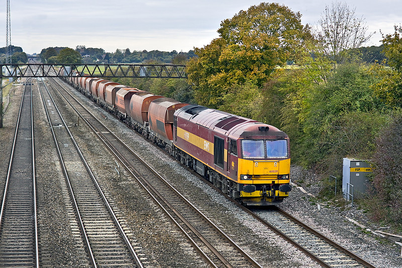 21st Oct 11:  60039 making a rare visit to the GWML while working 6Z17 to Hayes from Whatley. The location is Milley Bridge in Waltham St Lawrence