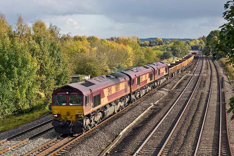 19th Oct 11:  The Lower Basildon Gallery was expecting 6V27 departmental  from Eastleigh to Hinksey to include  66053/109/186  and be powered by hired in 66952 but alas 66053 was providing the urge .