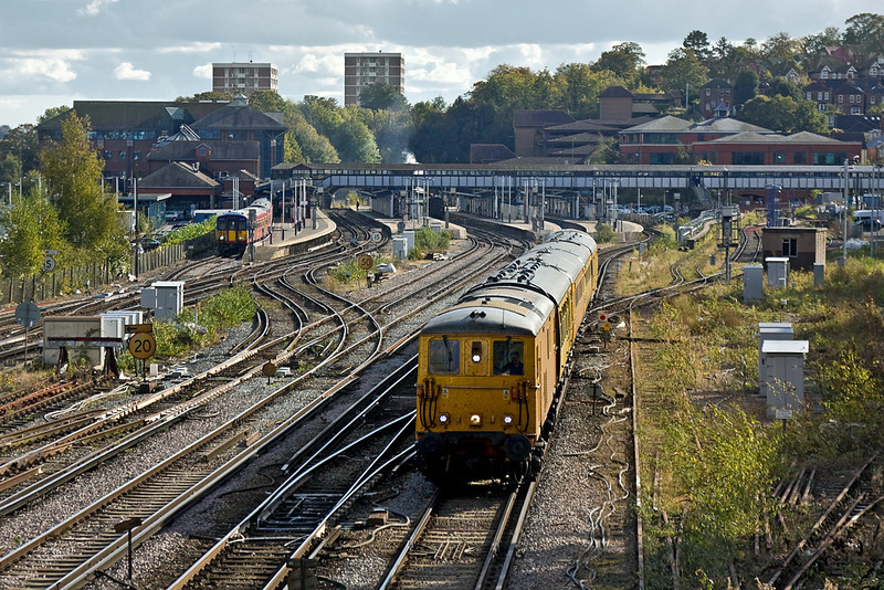 19th Oct 11:  73138 with 73201 on the rear leaves Guildford.  1Q10 is now heading to Alton. Above the foot bridge and below the distant block of flats  can be seen steam from the 3 locos there waiting to run next too the Mid Hants Railway