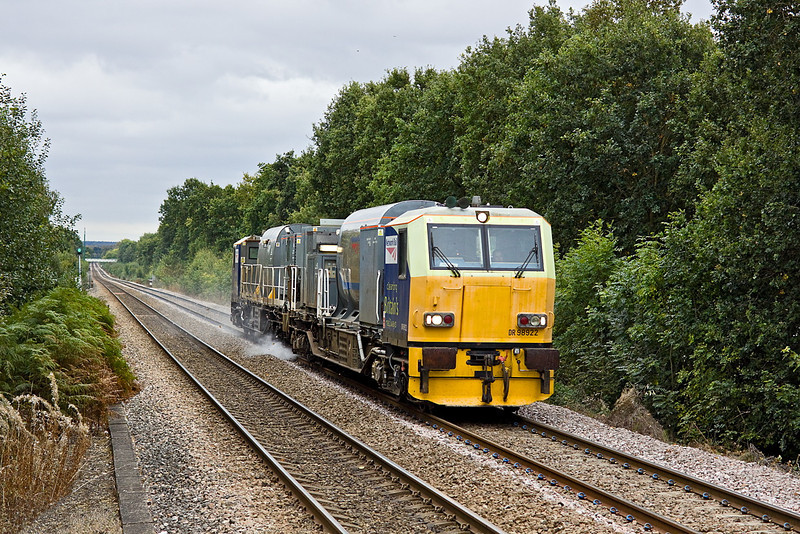 4th Oct 11:  Eastleigh based MPV RHTT set DR98922 & DR98972 is seen running as 3S84 on the climb through Sandhurst on it's way to Reading.  It will return to Wokingham and then divert to Virginia Water and back before continiuing back to Guildford