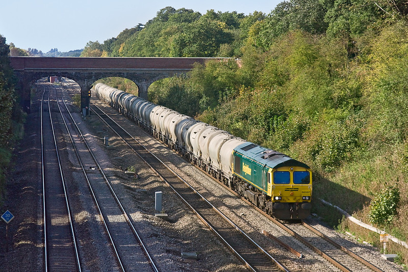 14th Oct 11:  6M91 returns the empty cement tanks from Theale to Earles Lafarge cement works in the Hope Valley.  66597 is tasked on this occasion