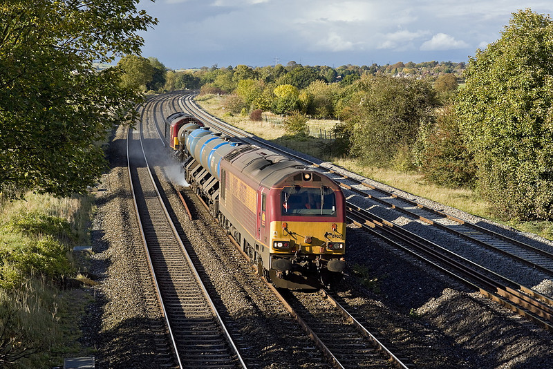 19th Oct 11:  3J41 the RHTT service based on Didcot is on the fast at Lower Basildon at the start of it's daily run.  67027 & 67008 will visit Westbury, Acton, Gloucester and Basingstoke before returning to Didcot in the morning