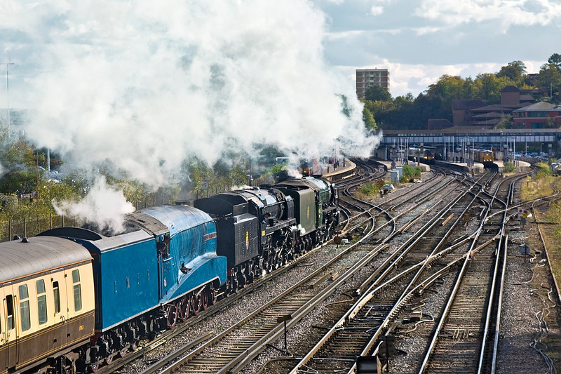 20th Oct 11:  Probably for the first time ever 3 Pacific locomotives in steam arrive at Guildford,  60163, 70000,and 66019 AKA 4472 are heading to Alton  to be part of the Mid Hants Autumn Gala