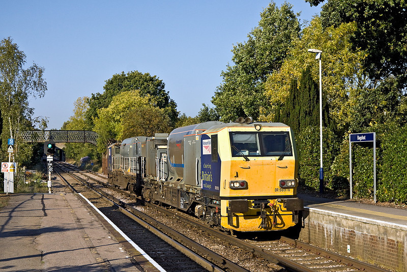3rd Oct 11: 3rd Rail land's RHTT trains are comprised of Windhoff MPV pairs.  Here DR98916 and DR98966 are forming 3S82 from Effingham Junction.  Captured as they  run through Bagshot on the leg to Aldershot