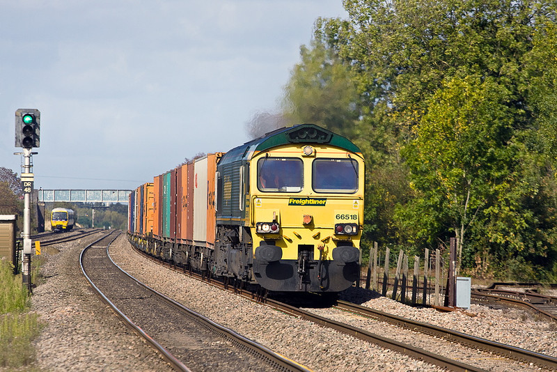 6th Oct 11:  66518 is charged with getting 4O54 from Leeds to Southampton.  Captured here at Cholsey Station.