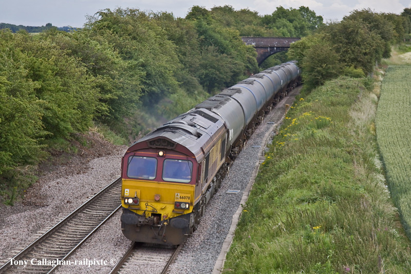 30th Jun 11:  At Willow Bottom Lane in Portbury is 66078 with empty VTG tanks from Kingsbury to Humber