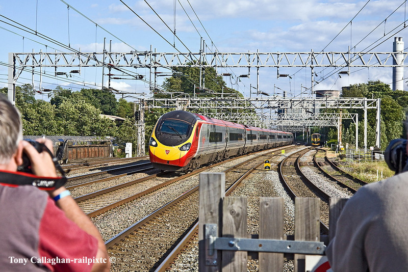 30th Jun 11:  Canon to the left and Nikon to the right at Rugeley for 390044 on the 17.07 from Euston to Liverpool