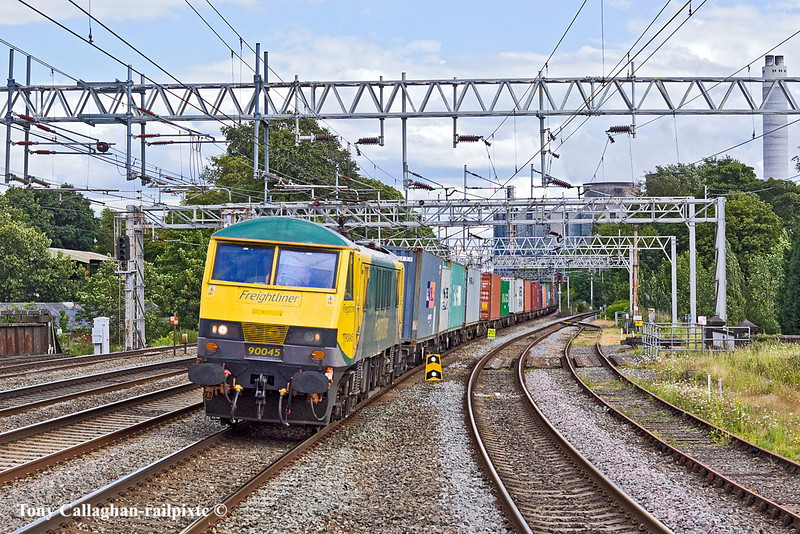30th Jun 11:  Freightliner 90048 hammers throough Rugelley travelling from Felixstowe to Crewe Basford hall with 4M88