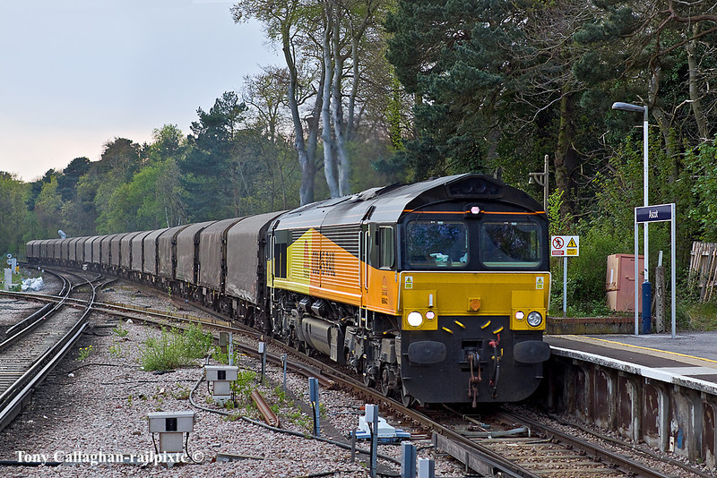 17th Apr 11:  Diverted due to Engineering works 66843 charges through Ascot  at 7pm with 6Z78 from Margam to Dollands Moor.  Not very well framed but it was travelling very much faster than anticipated!