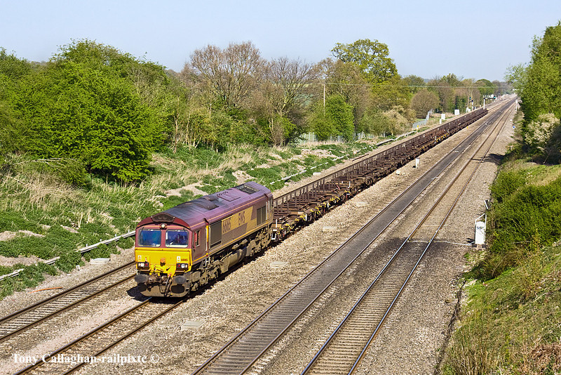 10th Apr 11:  4E32 takes empty steel carriers from Dollands Moor to Scunthorpe.  Diverted via the GWML 66165 is pictured passing through Ruscombe near Twyford