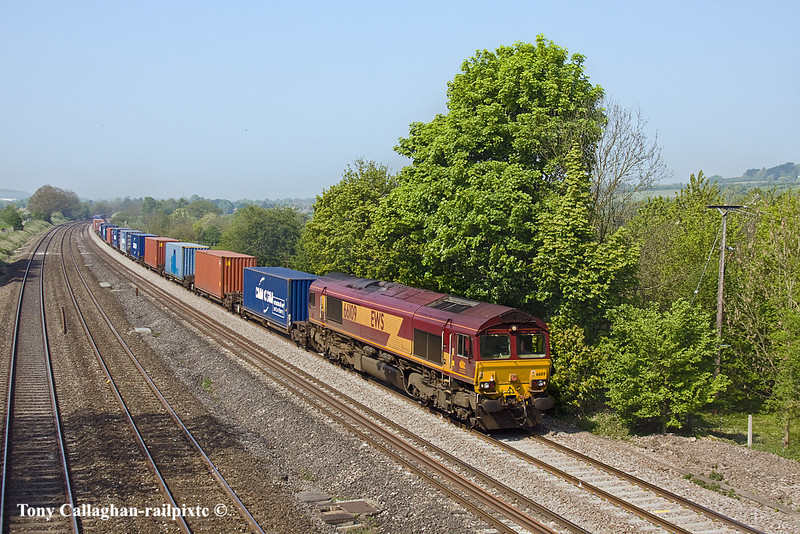 19th Apr 11:  66109 is at the helm of 4O14 from Birch Coppice to Southampton. Captured at Lower Basildon