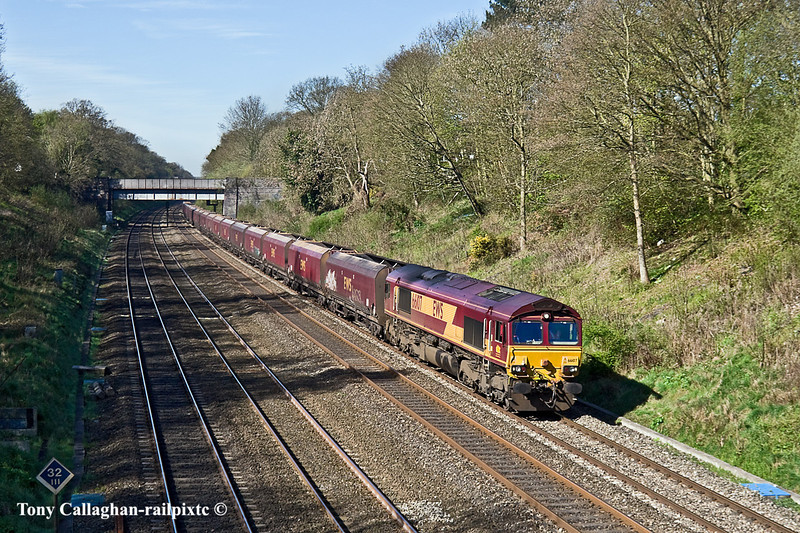 7th Apr 11:  66104 works 4L36 through the Sonning Cuting taking the coal empties back to Ripple Lane for them to be refilled with coal from the Tilbury Power Station redundant stock