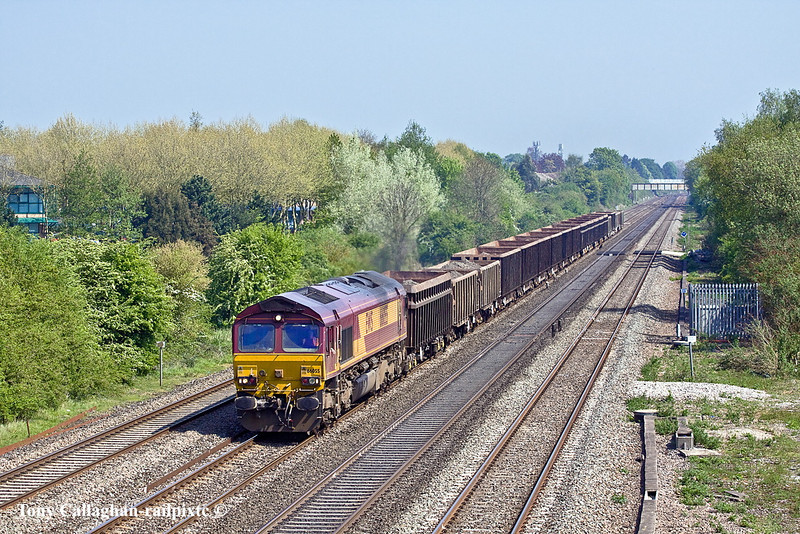 20th Apr 11:  The Bow to Apleford spoil empties westbound at Breadcroft Lane in Maidenhead.  66055 is in charge of 6V36.