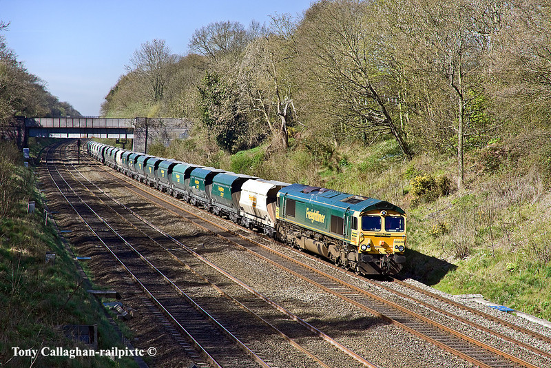 7th Apr 11:  66620 pulling 6O56 from Cardiff Pengam to Angerstein Wharf loaded hoppers trudges east through the Sonning Cutting