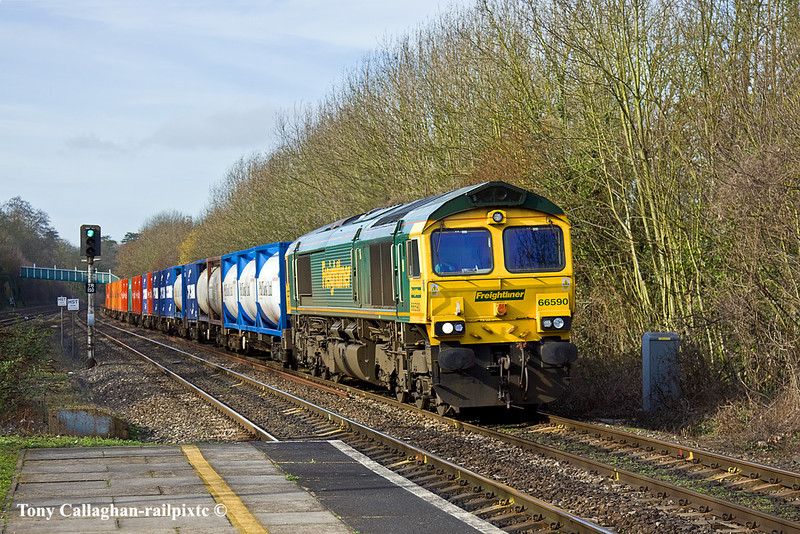 24th Feb 11:  With 66590 on the point 4L32 from Bristol FLT to Tilbury is seen here at Tilehurst