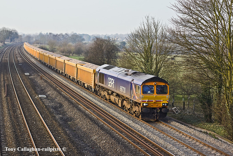 17th Feb 11:  In superb soft afternoon light 66730 runs through Lower Basildon with the 10.27 from Mountsorrel to Eastleigh loaded ballast working