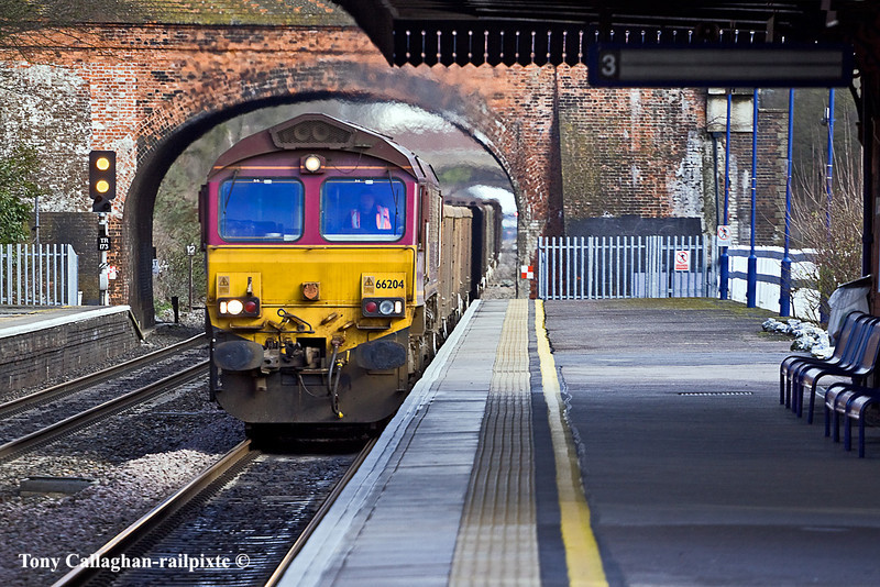 14th Feb 11:   Pounding through Twyford is 66204 working 6B36 from Bow Olympic to the Appleford tip