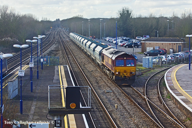 14th Feb 11:  Trundling up the Relief Line through Twyford is 66169 and a rake of MRL hoppers
