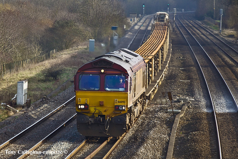 17th Feb 11:  With a LWR consist 66093 plods through Lower Basildon and towards Hinksey with 6V27 from Eastleigh