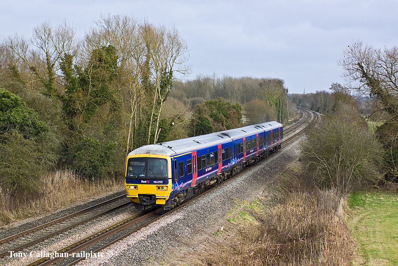 4th Feb 11:   Taken at the Burghfield Road bridge is 166209 froming the 13.18 from Paddington to Bedwyn.  The next stop wll be Theale