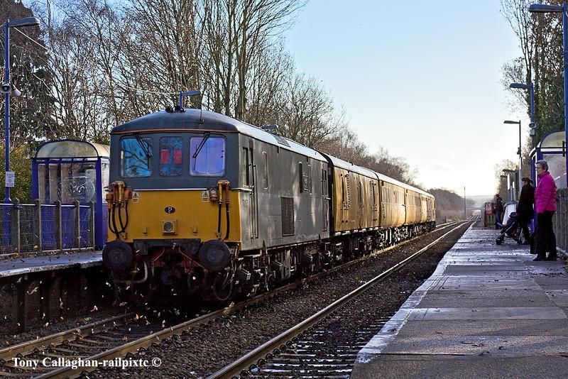 5th Jan 11:  Running through Sandhurst Station are 73107+73138 with the day's 1Q38 from Selhurst to Selhurst via Reading
