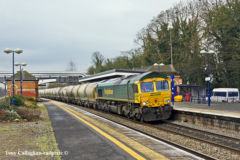 20th Jan 11:  With only 4 whelers on the hook 66615 trots through Taplow with the cement empties from Theale to the Lafarge cement works at Earles in the Hope Valley.