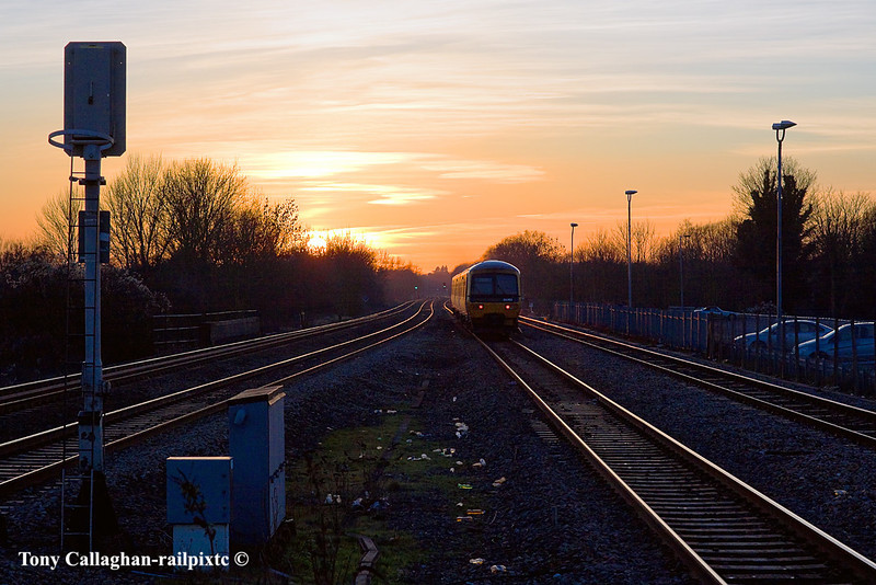 30th Jan 11:  Heading west into the setting  sun is 165103.  The service is the 15.43 from Paddington to Oxford