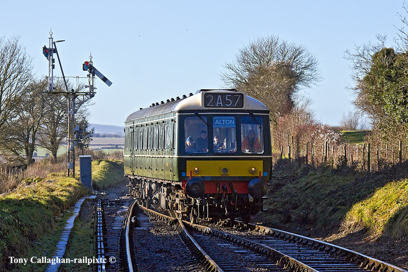9th Jan 11:  Entering Ropley is the 11.43 from Arlesford to Alton