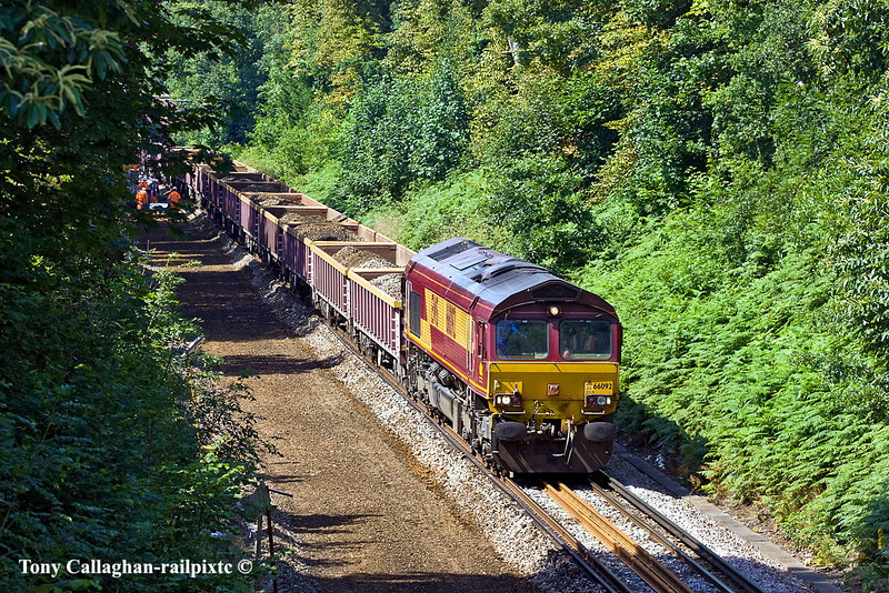 3rd Jul 11:  66092 sits in the posession at ballast is loaded. It will form 6N03 to Hoo Junction