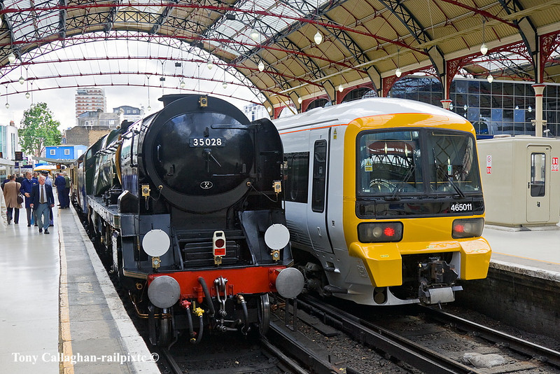 8th Jul 11:  35028 and 465011 rest on the stops of Platforms 2 & 3 at Victoria