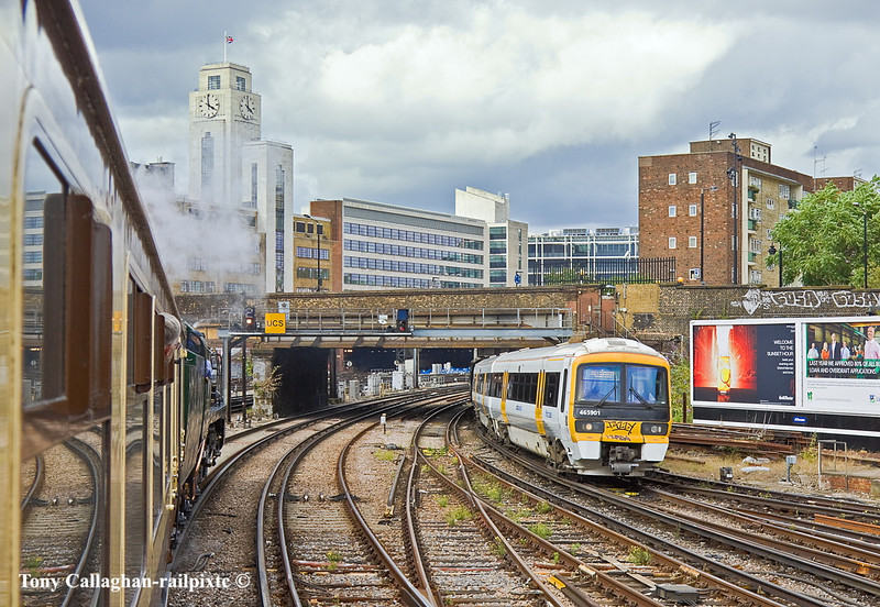 8th Jul 11:  35028 gets a yellow as it trundles down the hill into Victoria as 465901 passes on the 15.58 to Gillingham