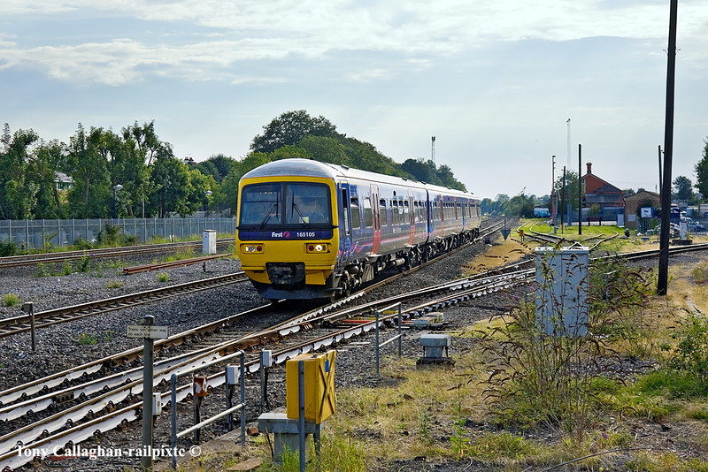 31st Jul 11:  165105 runs past the connection to the Bourne End branch as it arrives at Maidenhead from Reading with a service to Paddington