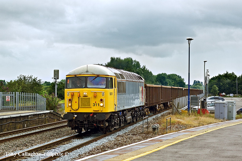 16th Jul 11:  56311 hurries through Twyford with a rake of KEA boxes.  6Z56 starting from Cardiff Tidal sidings is bound for Hoo Junction