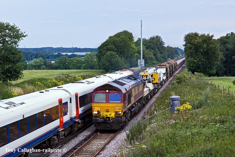 12th Jul 11:  Being overtaken by 444022  66133 brings 6Y43 steadily up the Slow towards Winchfield on it's way to Hoo Junction from Eastleigh