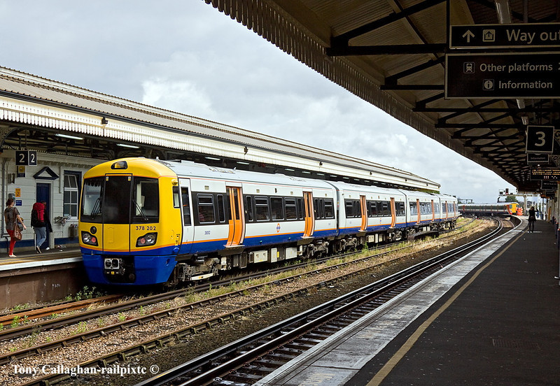 8th Jul 11:  London Overground378202 waits time at Clapham Junction on the 11.00 to Willesden
