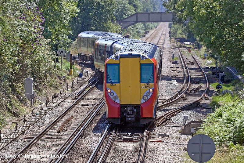 26th Jun 11:  With 458022 leading 458025 the 13.09 (2C38) starts the journey to Waterloo from Wokingham on the wrong line and uses the crossover to gain access to the line towards Ascot
