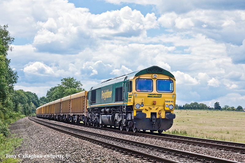 29th Jun 11:  66610 takes empty ballast boxes back to Stud Farm from Eastleigh