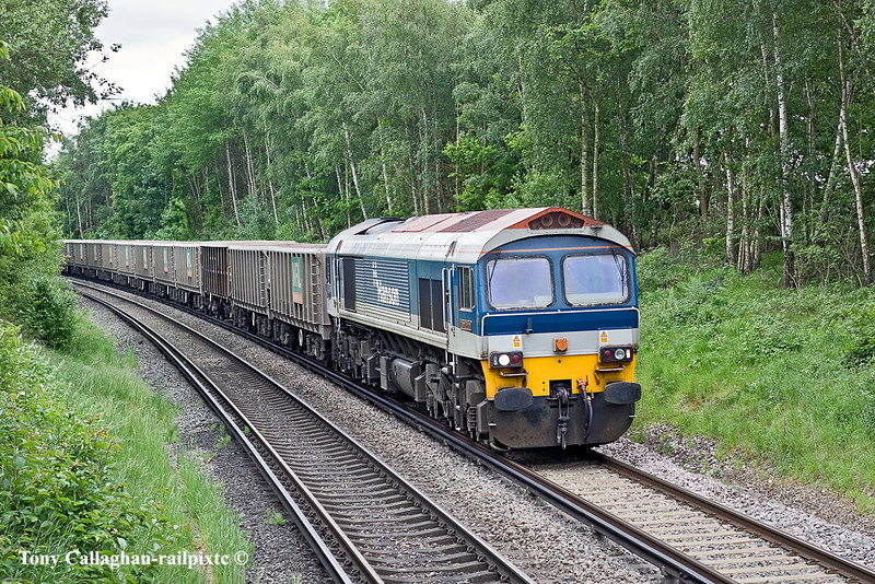 17th May 11:  Dropping down the hill into Wokingham is 59101 with MRL empties from Sevington to Merehead.  Captured here from the foot bridge at Gypsy Lane in Wokingham