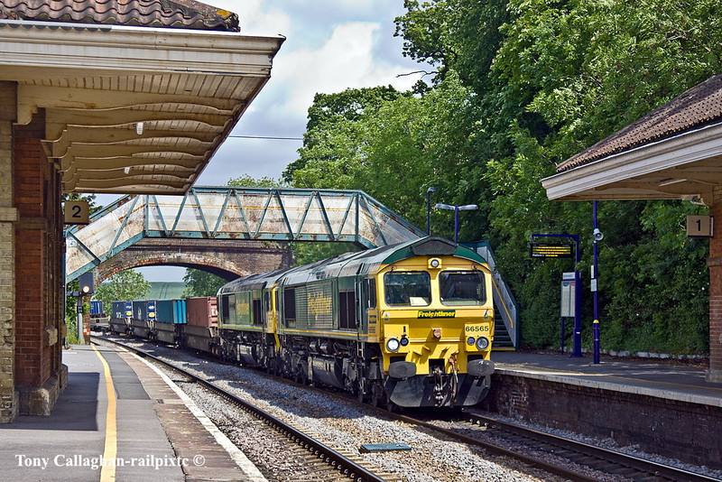 23rd May 11:  The 06.13 from Leeds has 66532 in the consist.  4O54 with 66565 on the point thunders through Mortimer