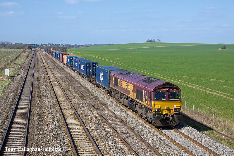 23rd Mar 11:  66015 powers 4O21 from Hams Hall to Southampton past Manor Farm in CholseyNo Caption