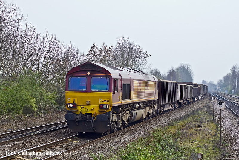 29th Mar 11:  66093 with the Bow to Appleford  loaded spoil at Tilehurst