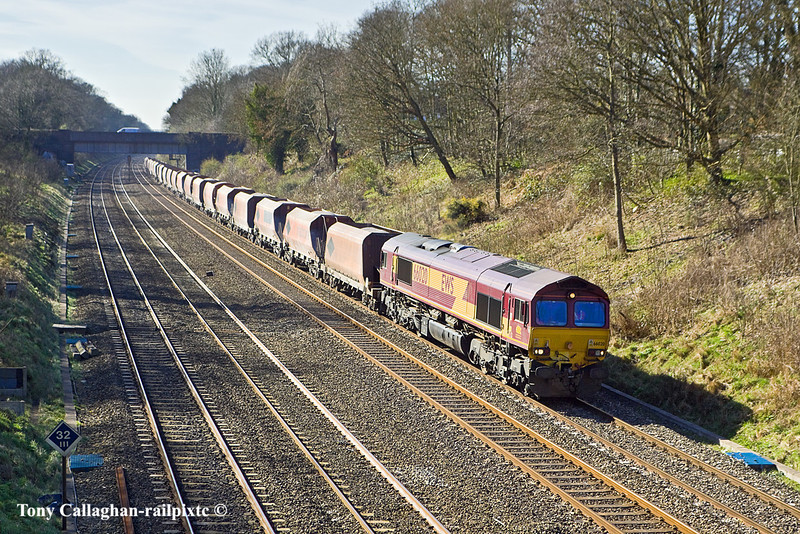 14th Mar 11:  66020 trundles through the Sonning Cutting with 6M20 from Whatley to St Pancras