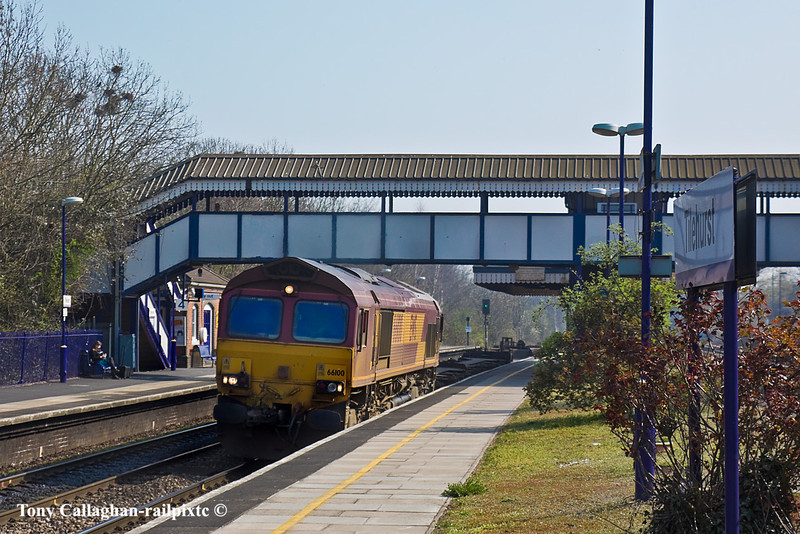 25th Mar 11:  Passing through Tilehurst's platform 3 is 66100 working 4M66 for Birch Coppice from Southampton